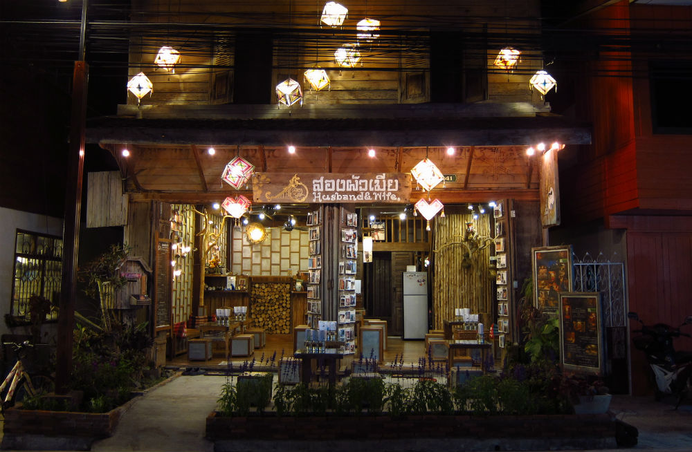 Quirky shops and cafes for tourists line the main road_9420